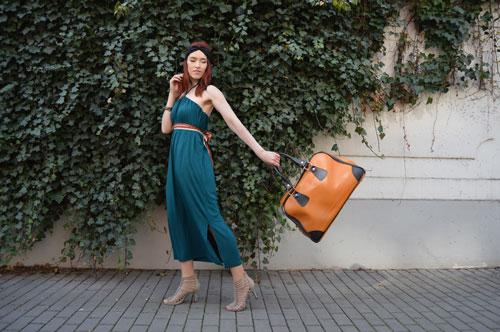 Smaragdově zelené multifunkční šaty na cestování