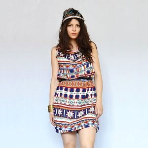 Recyklované šaty s indiánským vzorem vyrobené z kalhot