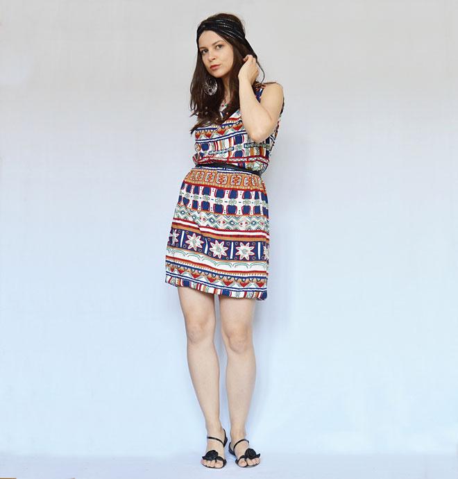 Krátke lentné indiánske šaty od módnej návrhárky
