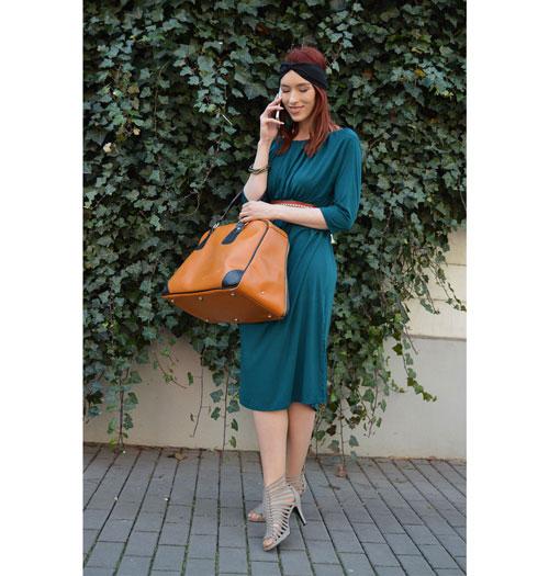 Variabilné šaty, ktoré sa dajú obliecť ako šaty s rukávmi, šaty bez rukávov, šaty s viazaním za krkom, šaty s jedným rukávom a aj ako dlhá sukňa