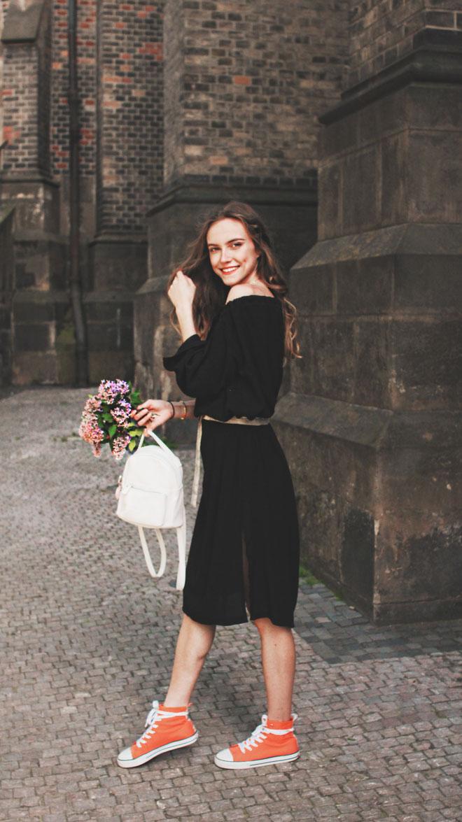 Polodlouhé černé šaty s tříčtvrteční rukávem ideální na jaro nebo podzim