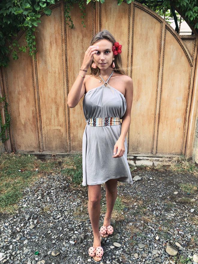 Mini šaty s vázáním za krkem z organické bavlny