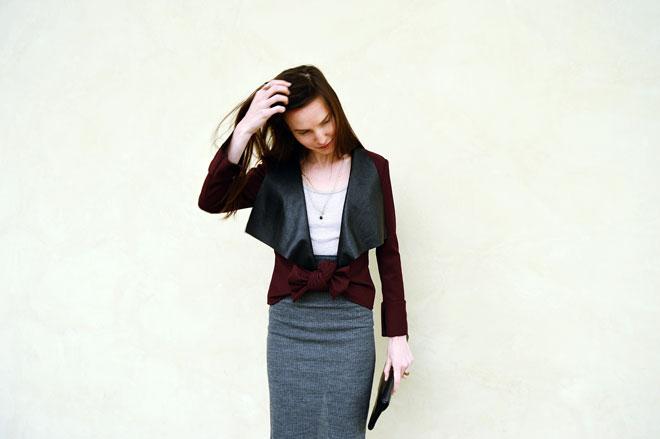 Vínově červené sako na podzim nebo jaro