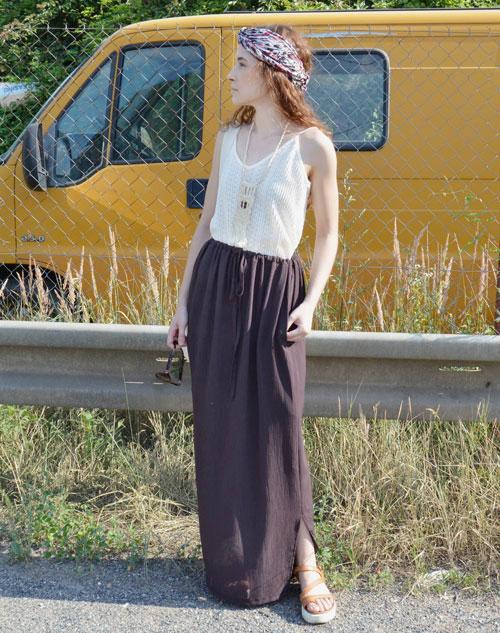 Dlhá hnedá sukňa, z ktorej je možné vytvoriť rôzne typy šiat.