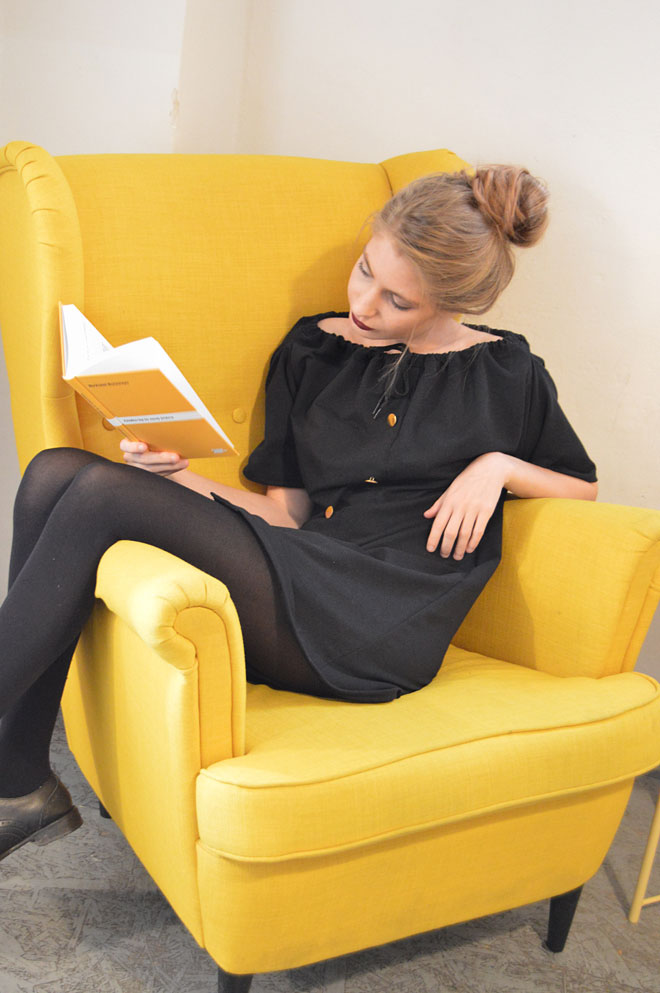 Čierne multifunkčné šaty od lokálnej návrhárky, ktoré sa dajú obliecť aj ako sukňa.