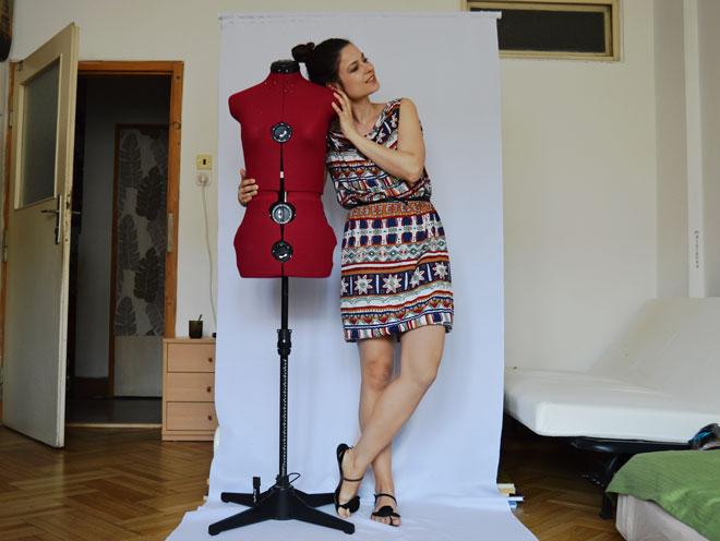 Módna návrhárka pôsobiaca v Prahe