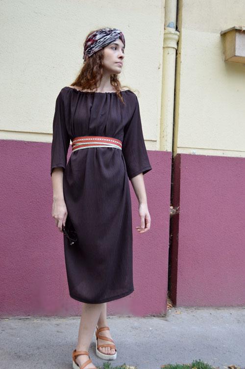 Multifunkčné polodlhé hnedé šaty s trištvrťovými rukávmi, z ktorých je možné vytvoriť rôzne typy šiat.