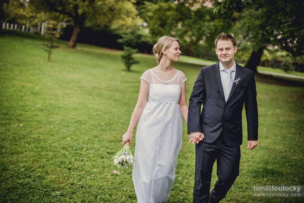 Svatební šaty na míru od začínající módní návrhářky