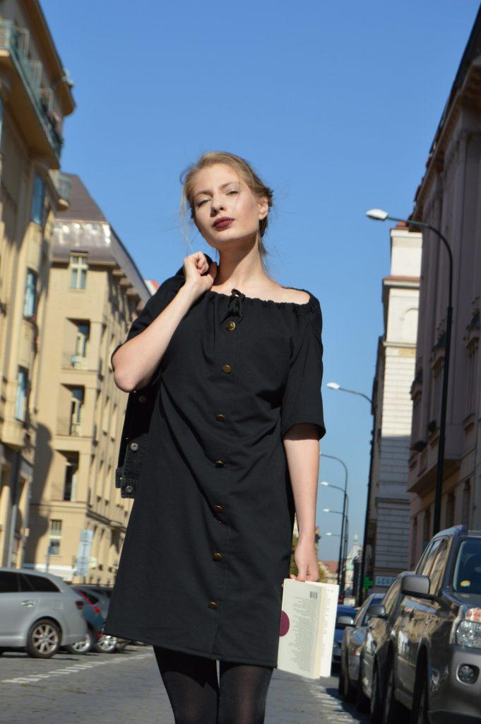 Černé multifunkční šaty, které oblečete taky jako sukni