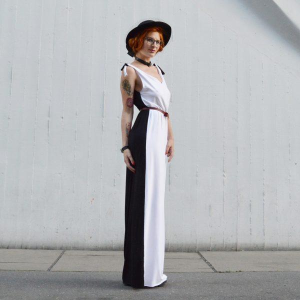 Černobílé šaty, které lze obléct mnoha způsoby.