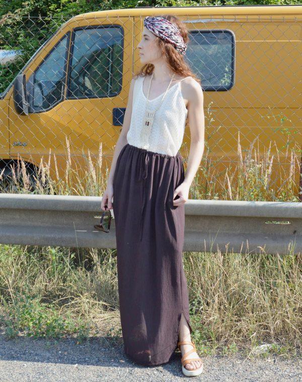 Dlhá hnedá variabilná sukňa, ktorá sa dá obliecť aj ako šaty a to nie jen jedny.