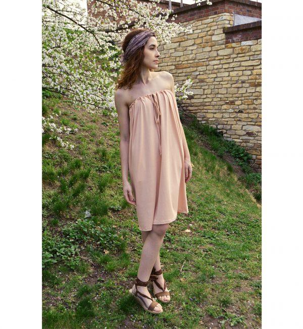 Lososově růžové krátke šaty z nichž je možné udělat krátke šaty s rukávy, s krátkymi rukávy, šaty s jedním rukávem a odhaleným ramenem, šaty s odhalenými rameny, šaty bez ramínek, šaty s vázáním za krkem a tříčtvrteční sukni.