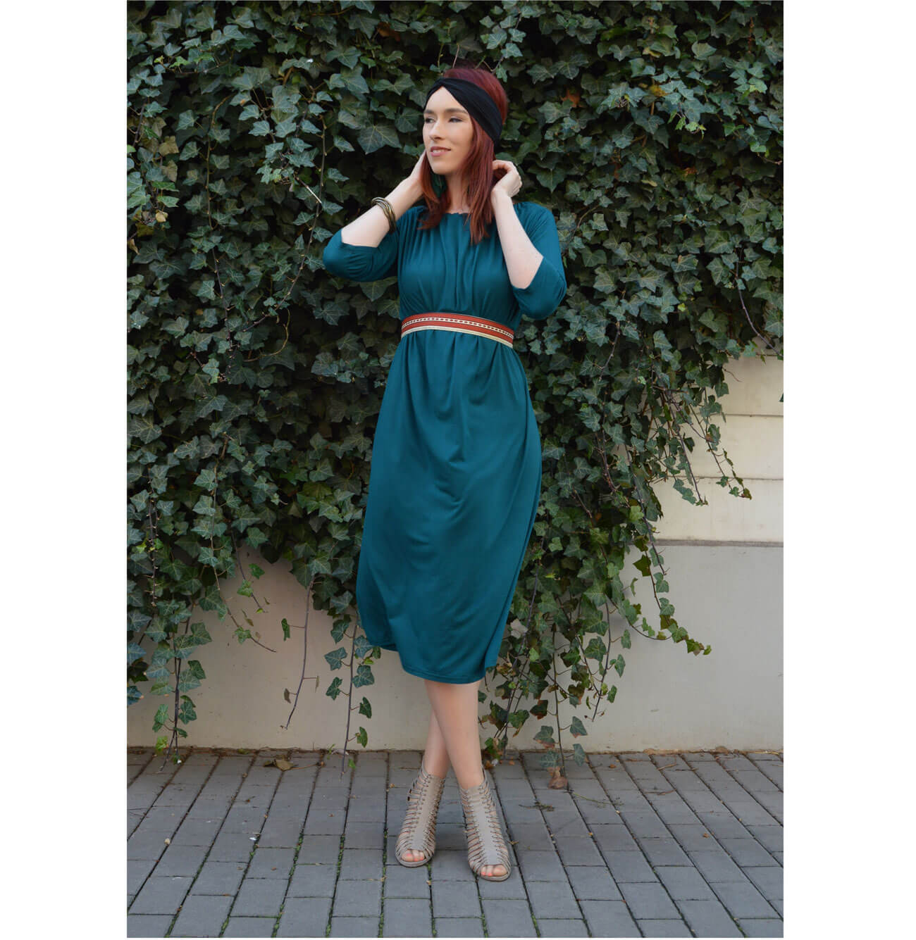 Emerald dress below knees with three quarter sleeves