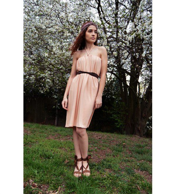Růžové krátke šaty z nichž je možné udělat krátke šaty s rukávy, s krátkymi rukávy, šaty s jedním rukávem a odhaleným ramenem, šaty s odhalenými rameny, šaty bez ramínek, šaty s vázáním za krkem a tříčtvrteční sukni.