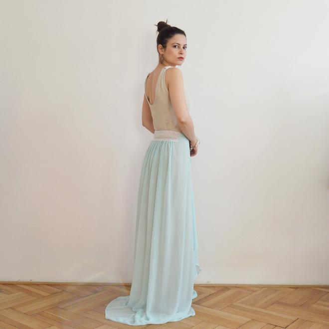 Béžovo modré svetlé spoločenské šaty s krajkou