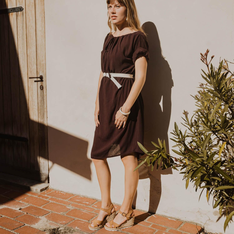 Hnědé handmade šaty s krátkým rukávem