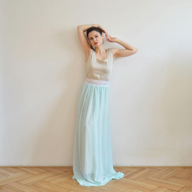 Svetlo modré plesové šaty od módnej návrhárky