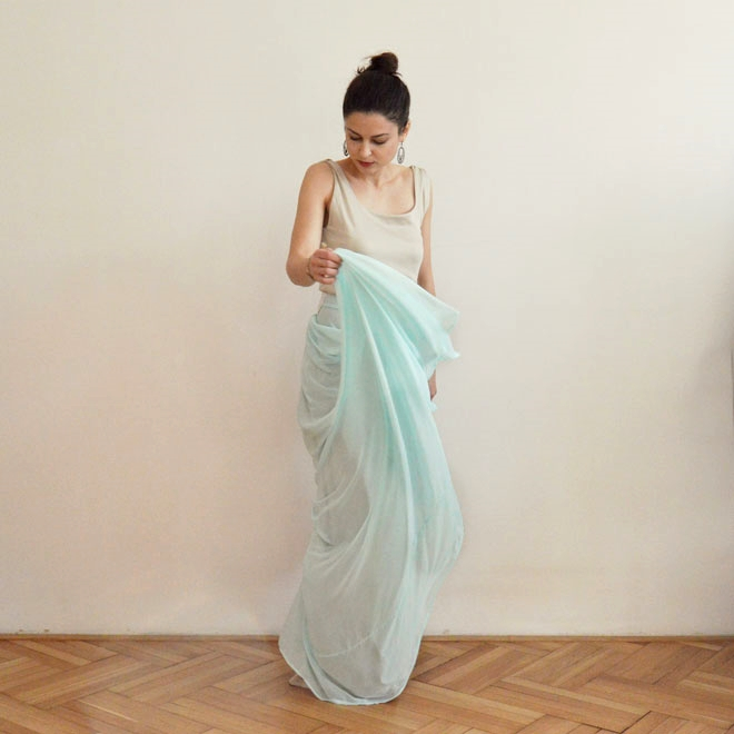 Svetlo modré spoločenské šaty od slovenskej návrhárky