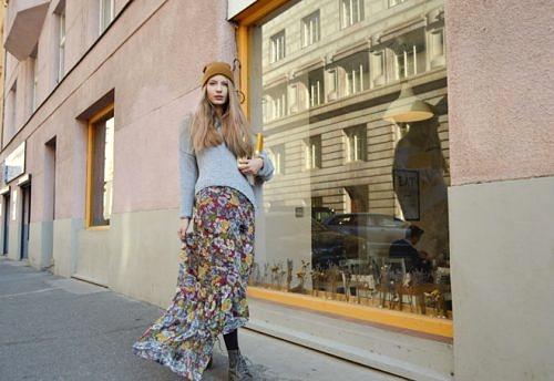 Dlhá ľahká kvetovaná sukňa od slovenskej návrhárky, vyrobená v Českej republike.