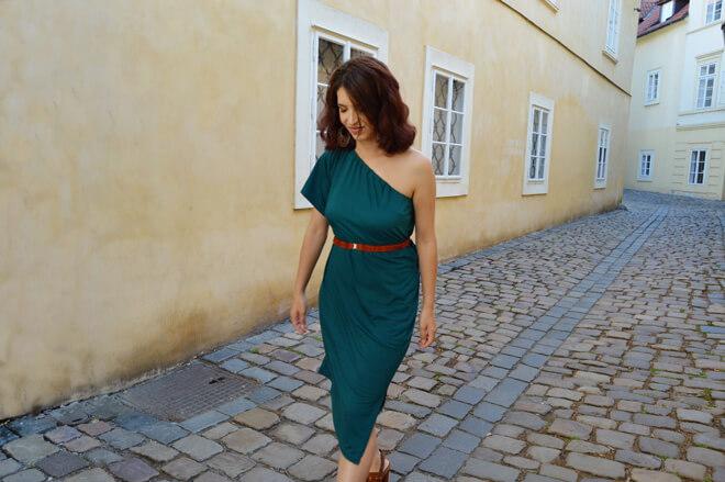 Zelené multifunkční šaty s 1 rukávem Praha