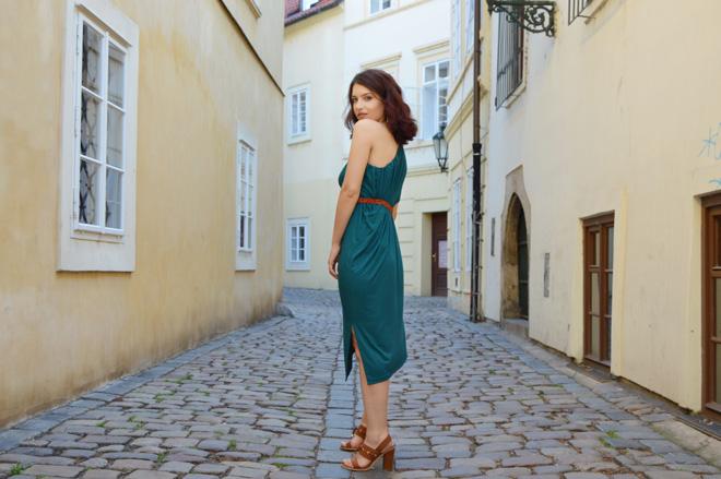 Elegantné variabilné šaty, ktoré oblečiete aj ako sukňu.