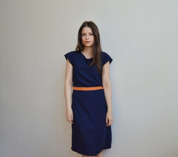 Minimalisticke tmavemodre slow fashion saty