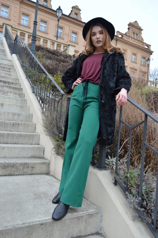 Výrazně zelené zvonové kalhoty Praha
