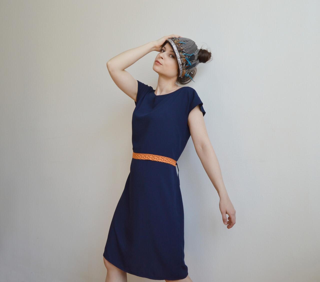 Tmavomodré letné slow fashion šaty na bežné nosenie