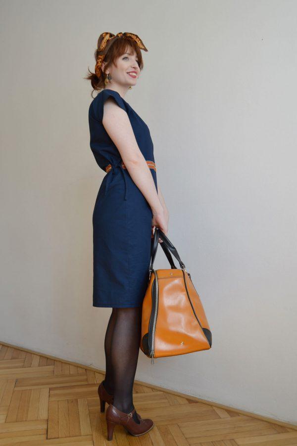 Bavlnené modré šaty vyrobené v Praze.