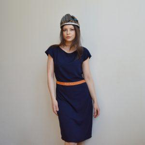 Oranžovo modré šaty s krátkym rukávom a lodičkovým výstrihom