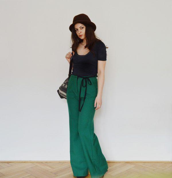 Zelené vlněné zvonové kalhoty
