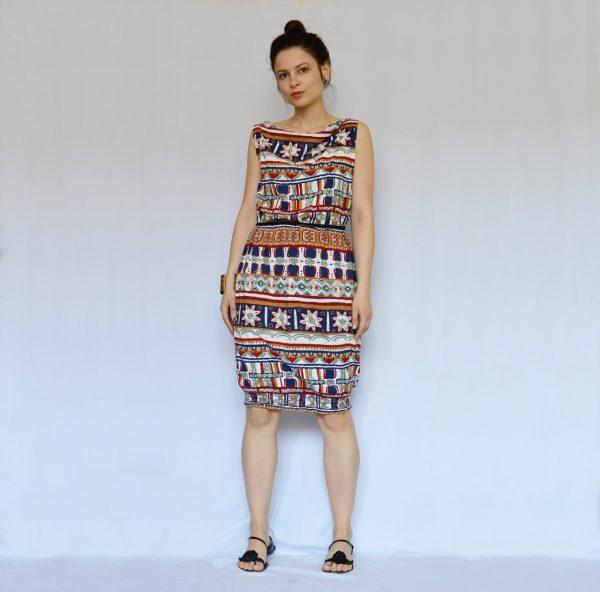 Barevné šaty s indiánským vzorem