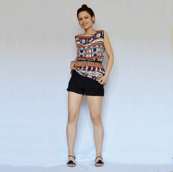 Barevné šaty s aztéckým vzorem