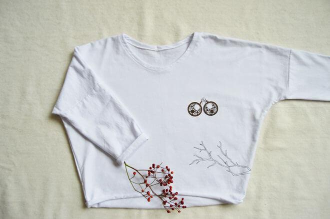 Biely slow fashion minimalistický pulóver
