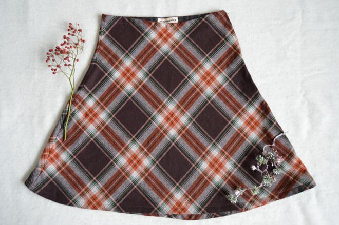 Teplá károvaná slow fashion sukně Praha