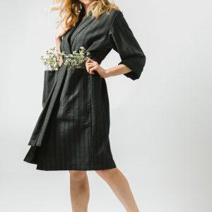Sivý zavinovací slow fashion kabát