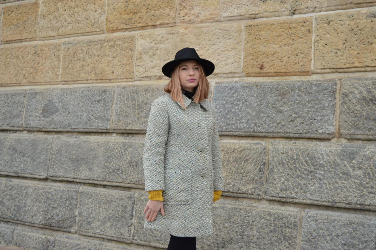 Light grey slow fashion coat Prague
