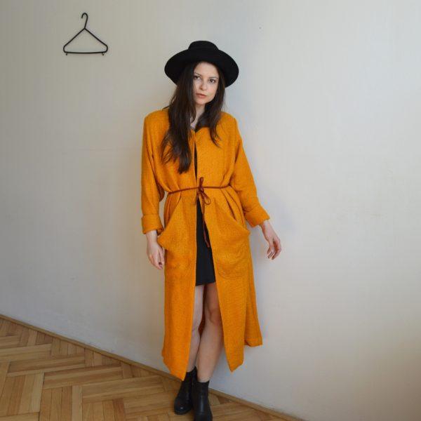 Oranžový slow fashion kabát Praha