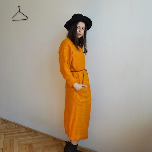 Oranžový kabát od české značky
