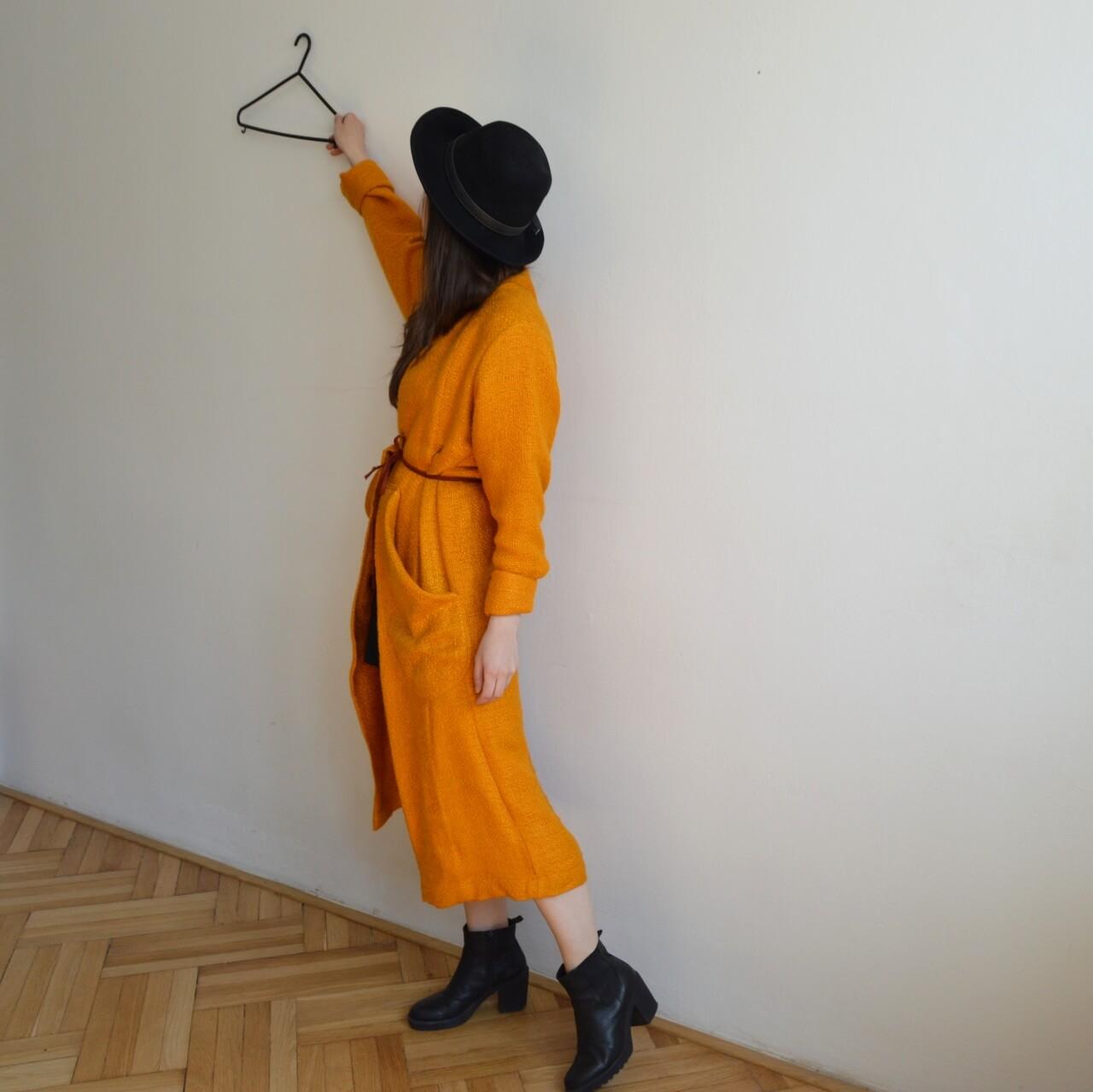 Jasne oranžový slow fashion kabát