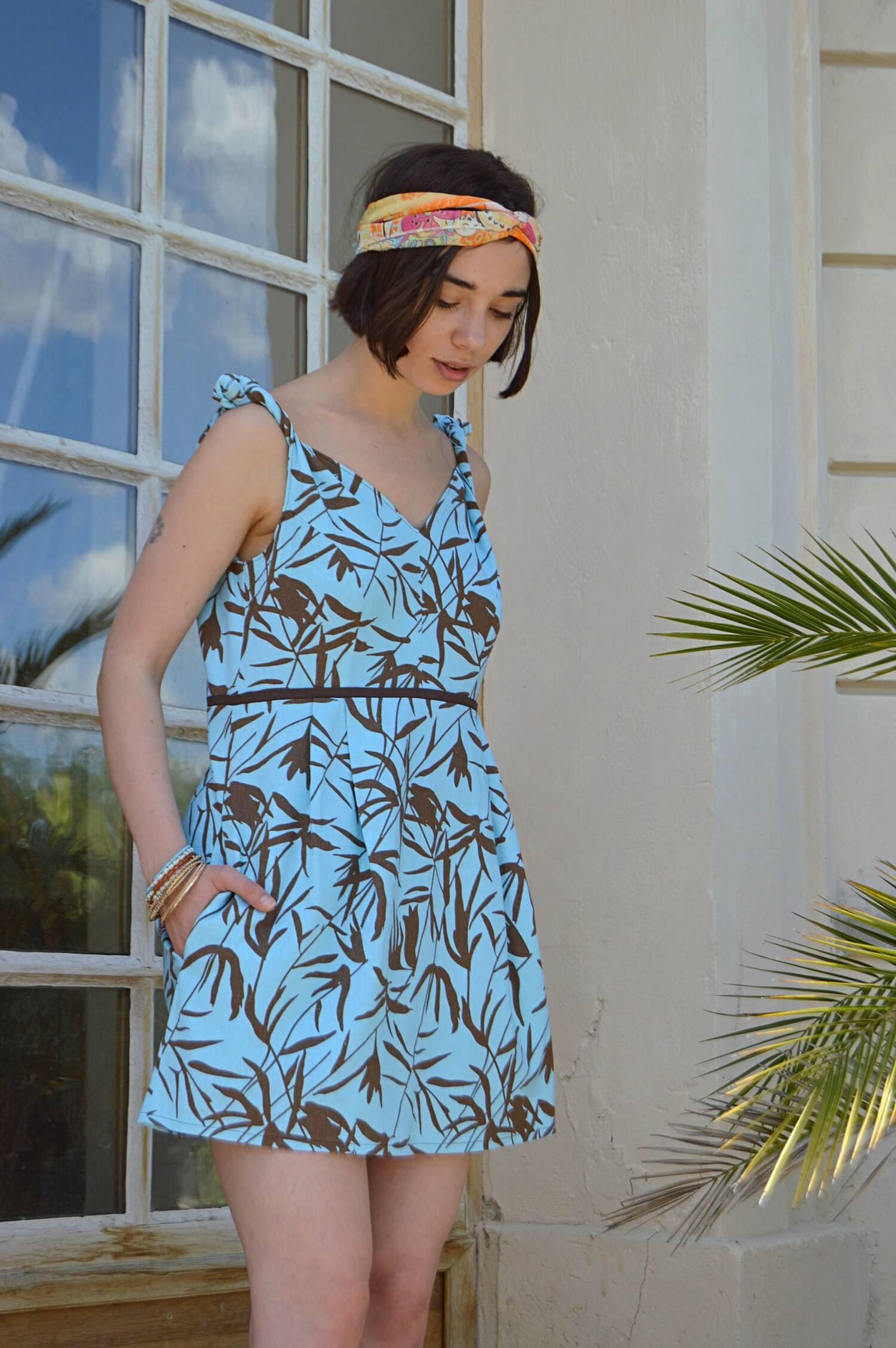 Krátke letní tyrkysové slow fashion šaty ze lnu