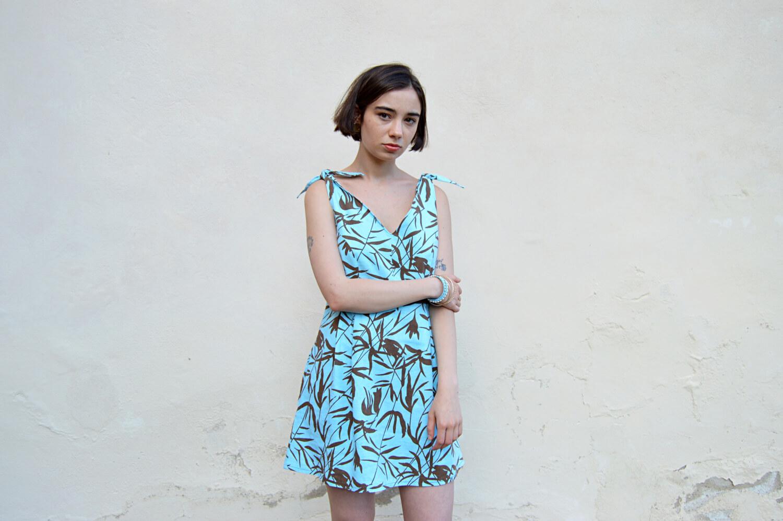 Letné slow fashion krátke tyrkysové šaty