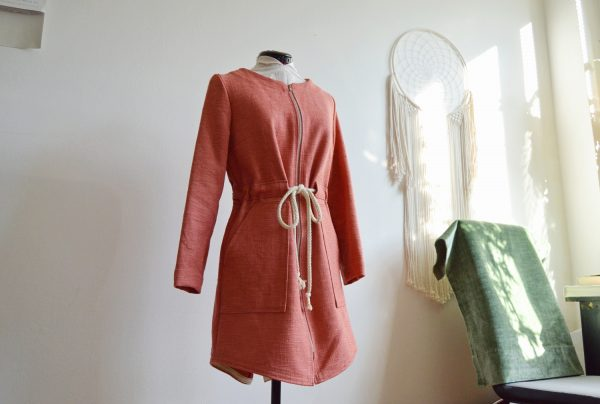 Upcyklovaná podzimní nebo jarní bunda růžové barvy