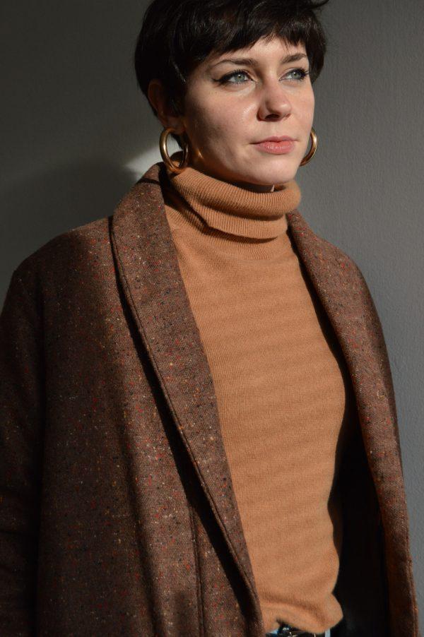Hnedý vlnený slow fashion kabát Praha
