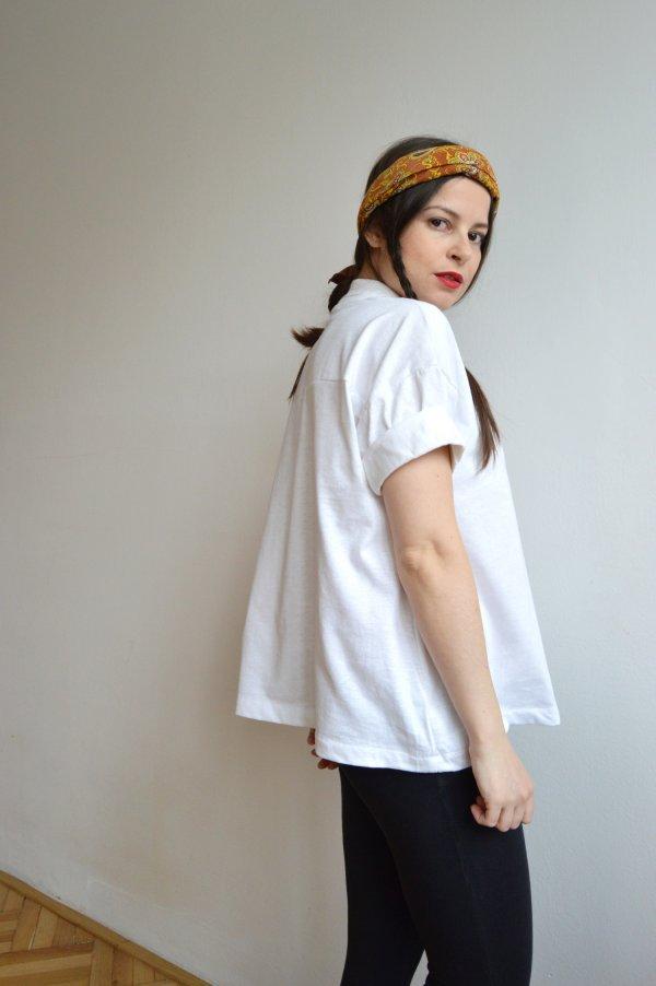 Bílé dámské upcyklované tričko s krátkým rukávem