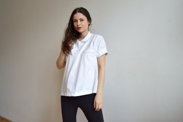 Dámske bílé upcyklované tričko Praha
