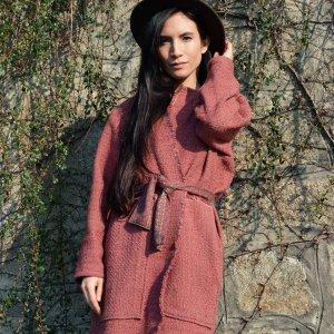 Jarní lehký růžový zavinovací kabát