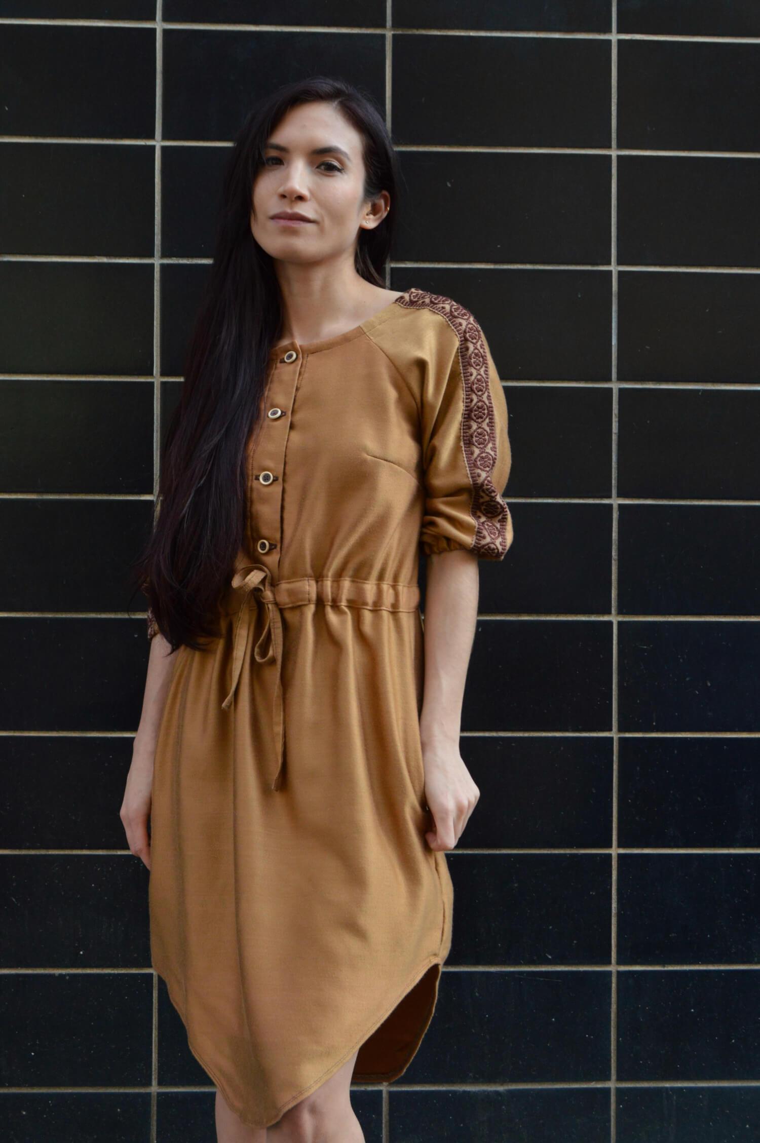Jerné handmade folkové šaty s rukávom