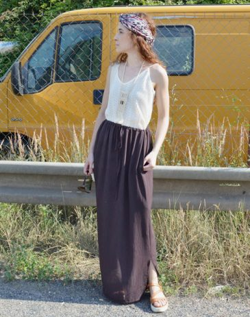Long brown multifunctional skirt that you can wear as various kinds of dresses.